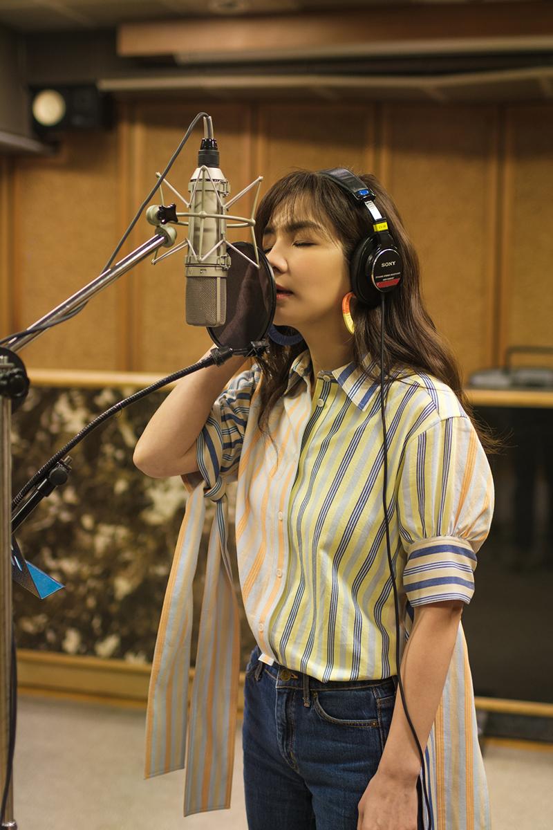 Ella陳嘉樺推出睽違已久新單曲《晚安歌》,以曲詞譜寫為人母的心情和心聲。