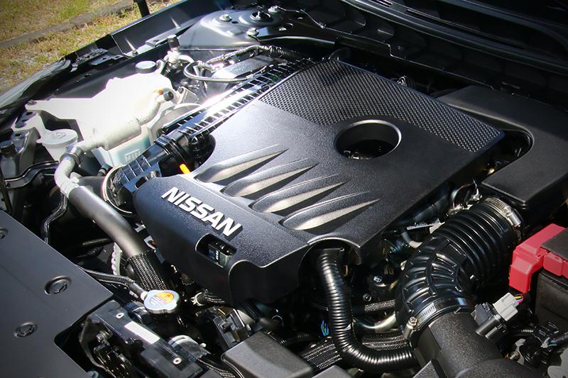 規格上,VC-Turbo直列四缸可變壓縮比渦輪增壓引擎的248hp/5600rpm與38.8kg-m/4400-4800rpm峰值輸出看來確實強大。