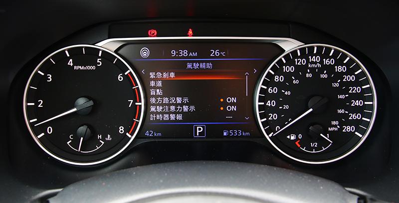 所謂的「智行科技」聯合了多種主動安全與假與輔助系統,並可於儀錶中央的7吋螢幕上選取開啟或關閉。