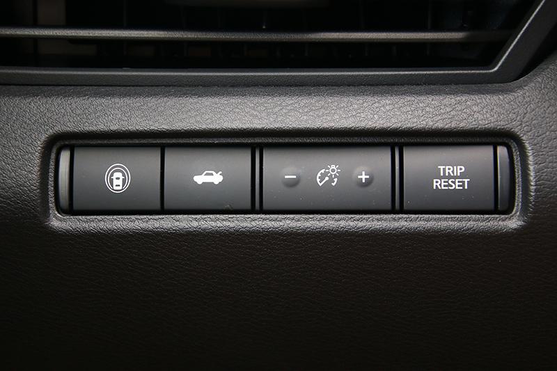 方向排左側後方最左邊即為一鍵啓閉智行科技的按鈕。