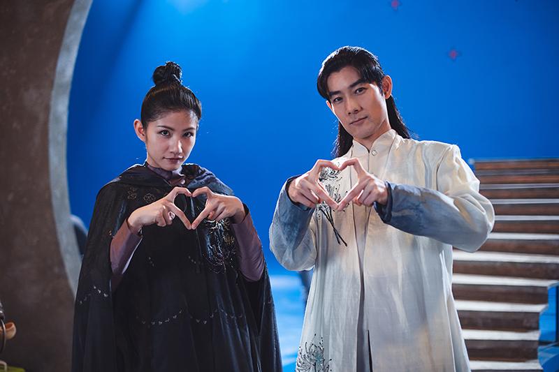 《孟婆客棧》公佈第一單元「山伯英台」的男、女主角,分別由施易男(右)及李千那(左)飾演。