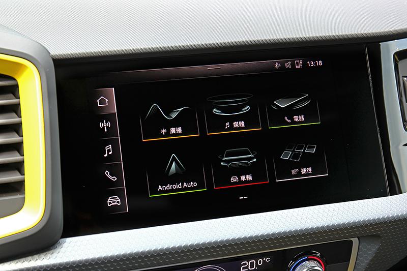 8.8吋中控螢幕採與A6/A7/A8相同的系統,當然也提供Apple CarPlay/Android Auto與多種功能。