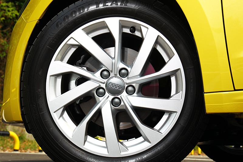 16吋輪圈雖已夠用,但若能提供17吋相信於視覺或操控都能帶來更好的表現。