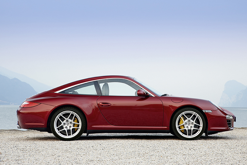 自997開始,Porsche便僅提供Carrera 4與4S等四驅車款給予911 Targa,提供更安定可控的動態反應。