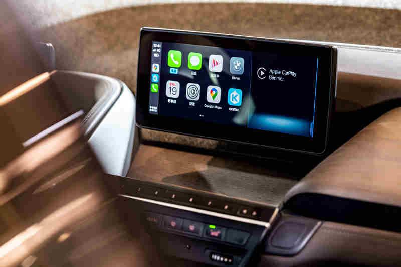 i3s Edition RoadStyle特仕版標準配備的Apple CarPlay整合系統、智能衛星導航系統與旅程諮詢秘書等便利配備,提供車主便利的行車體驗。