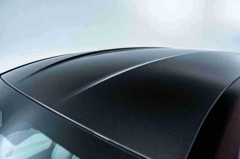 兼具輕量化與堅固強韌的M碳纖維車頂讓BMW M8在肆意馳騁、破風而行時如虎添翼。
