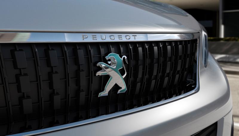 e-Expert與一般車型外觀只有廠徽配色、銘牌與充電孔等處差異。
