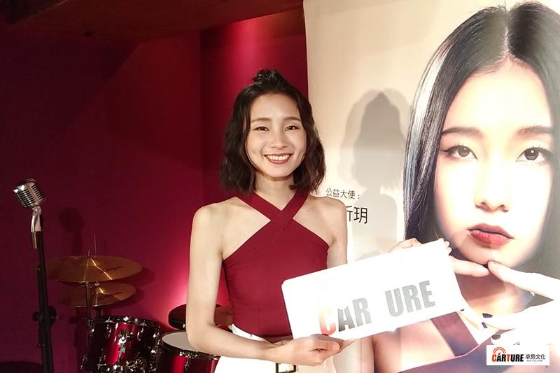 歌手陳忻玥親錄影片邀大家支持專輯《Am I Who I Am》及《車勢文化》。
