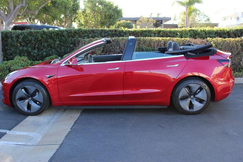 看膩了市面上Model 3降避震煥圈的改裝嗎,你可以試試改裝成敞篷車。