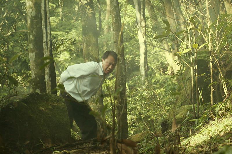 《覆活游安順拍攝逃亡戲,在樹林間奔跑,結束後腳上都是刮痕。
