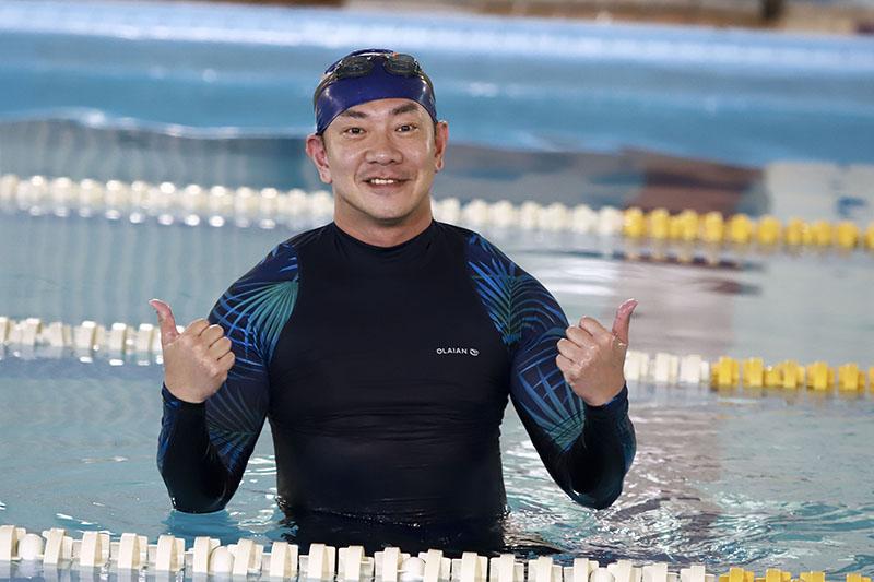 《多情城市》演員江俊翰劇中飾演下半身殘疾,還有先做功課看看要怎麼游。