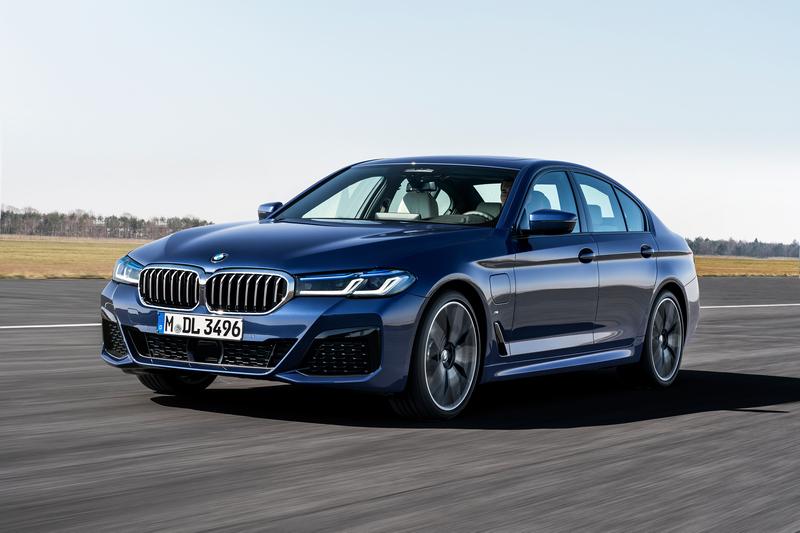 此次新增545e車型,動力系統維3.0升渦輪引擎+電動馬達,擁有394hp/61.2kgm性能表現。