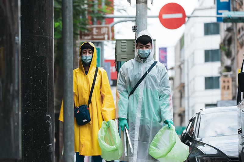 林柏宏(右起)與謝欣穎在《怪胎》中分別飾演潔癖嚴重的強迫症患者。