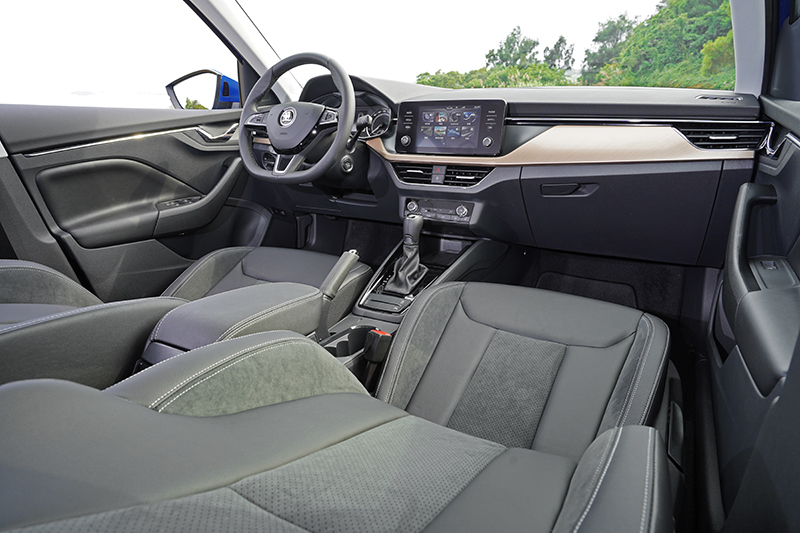 與Scala近似的座艙鋪陳,但質感卻是同級車數一數二的好。