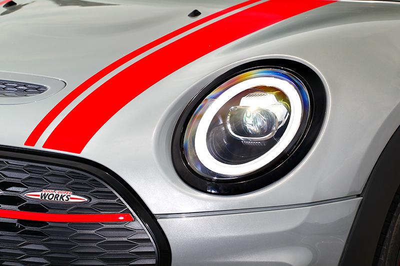 小改Mini JCW Clubman All4換上全新燈組與圓形日行燈。