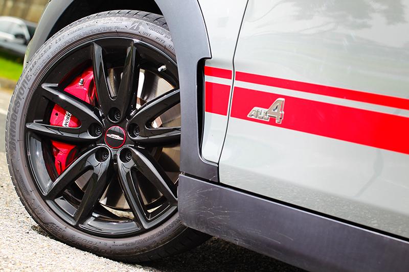 18吋圈胎與四輪驅動系統,是造就出色操控關鍵角色。