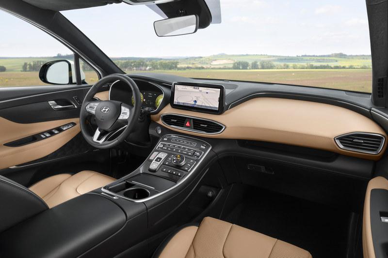 座艙透過數位儀表、10.25吋中控與新控台,讓座艙達到豪華氛圍。