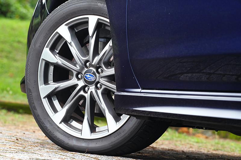 輪圈依舊為17吋規格但卻換上新樣式。