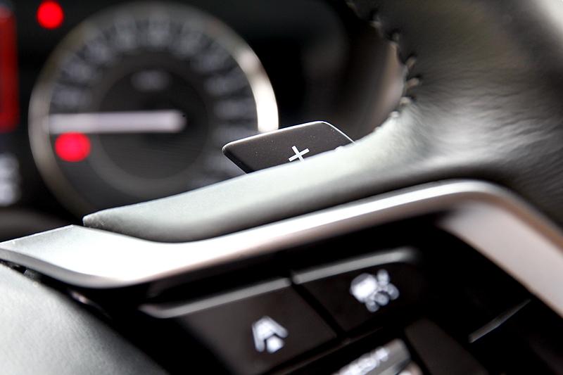 小改車型配置了換檔撥片,於操駕時可自由控制檔位。
