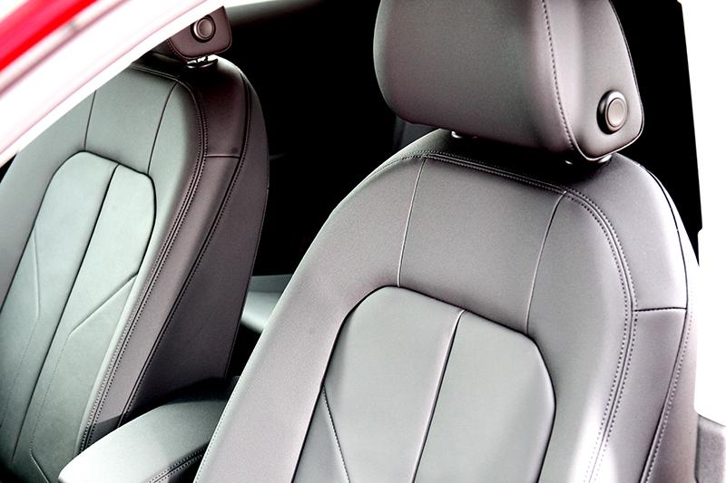 以休旅車來說Q3 Sportback座椅包覆性與軟硬支撐性都表現相當到位。