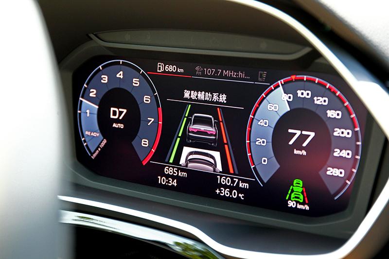 車道偏移維持系統雖無法持續將車輛維持在中央,但實際作動其實已非常接近半自動駕駛感受。