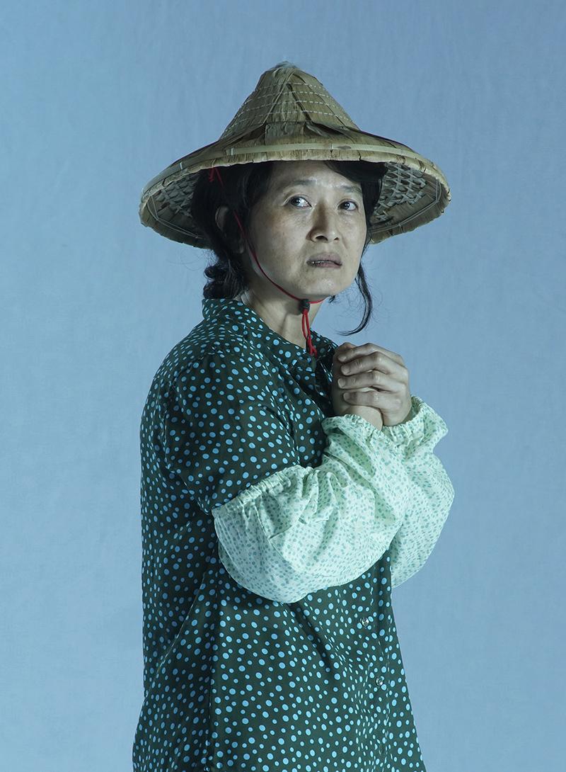 《我們與惡的距離》全民公投劇場版無差別殺人犯母親「李母」同樣由謝瓊煖再度重現。/故事工廠提供