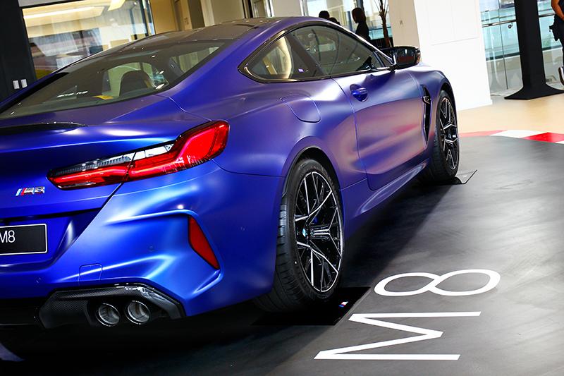 如果你喜歡雙門車型,那你絕對會愛上M8豐富的層次與孔武有力的車身線條。