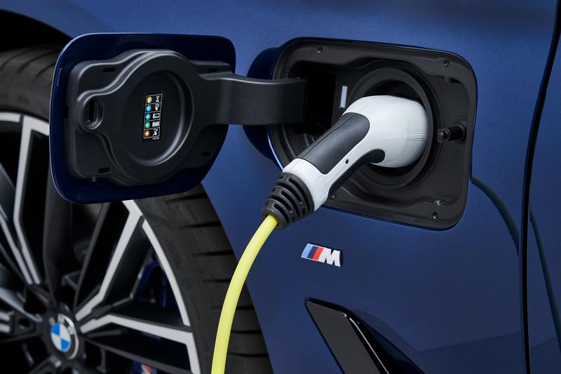 插電式油電可透過充電設備進行充電。
