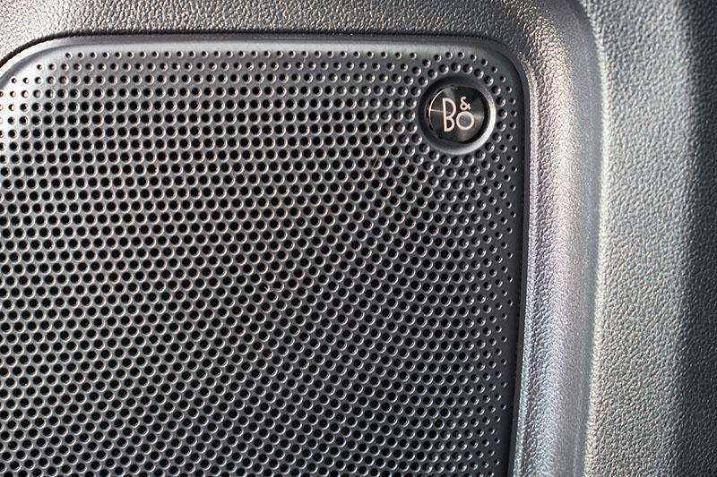 搭載之B&O音響是B&O團隊專為Kuga所開發的。