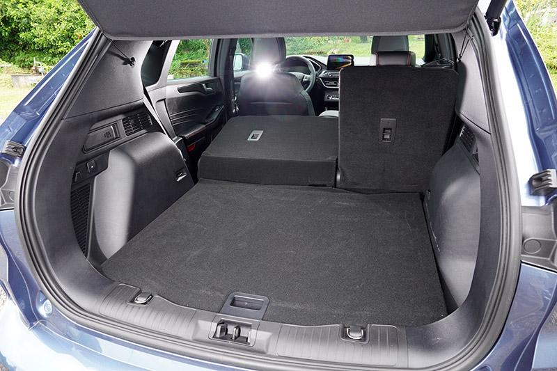 在車身尺碼與軸距加長下,新Kuga車內空間大幅增長,改善前代車型在空間表現上的劣勢。