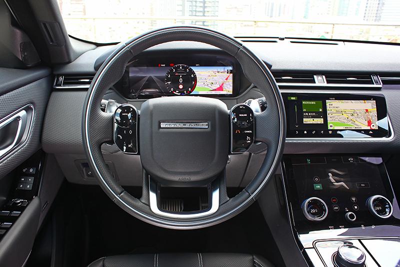 由12.3吋全數位化HD虛擬儀錶板、10吋Touch Pro Duo雙觸控顯示幕以及兩組多功能旋鈕打造的全數位化座艙,大幅減少了實體按鍵的視覺紛擾。
