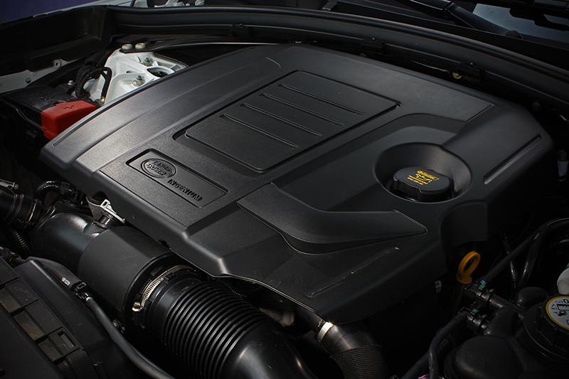 Ingenium 2.0L渦輪增壓直列四缸汽油引擎具備先進電子液壓氣門機構、集成式排氣歧管以及陶瓷滾珠軸承雙渦管渦輪增壓器,成就300PS最大馬力與400Nm峰值扭力。