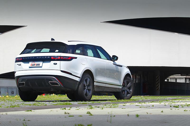 無論從何面向看,Range Rover Velar都是最絕美且優雅的極致LSUV典範。