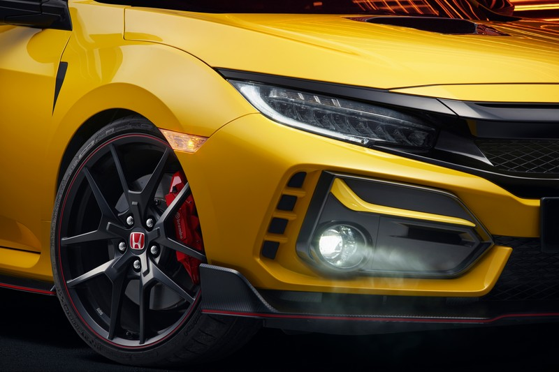 Civic Type R Limited Edition於底盤換上20吋BBS輕量化輪圈、Michelin CUP 2輪胎、懸吊系統強化等。
