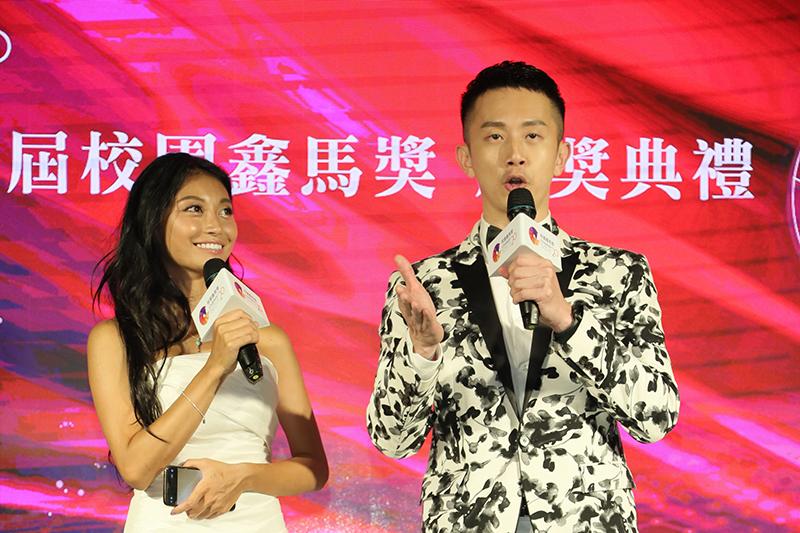 首屆《校園鑫馬獎》頒獎典禮由(左起)祈錦鈅、瘋狂麥克斯擔任助理主持人。