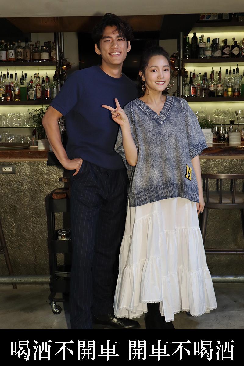 王淨(右)與朱軒洋上節目分享入圍台北電影獎心情。