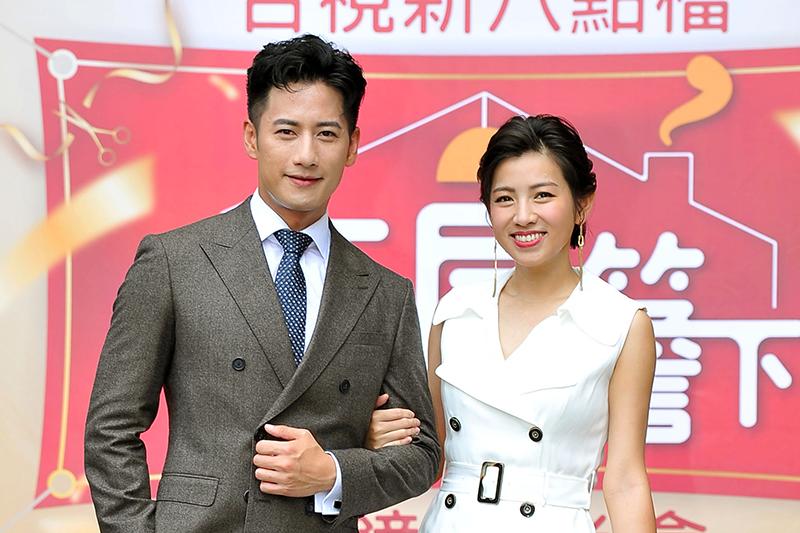 《一個屋簷下》主要演員(左起)周孝安、米可白。
