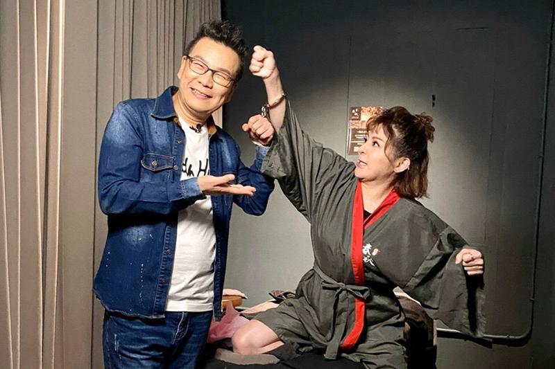 《玩命街頭》製作單位安排安排沈玉琳(左起)與王彩樺一起渡過一整天。
