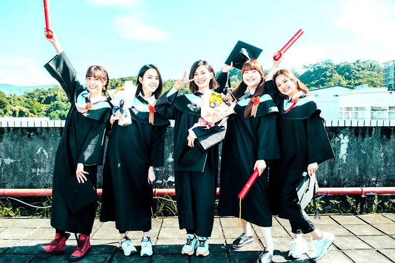 《我的青春沒在怕》演員(左起)陳敬宣、程予希、蔡黃汝、喬雅琳及臧芮軒學生魂上身。