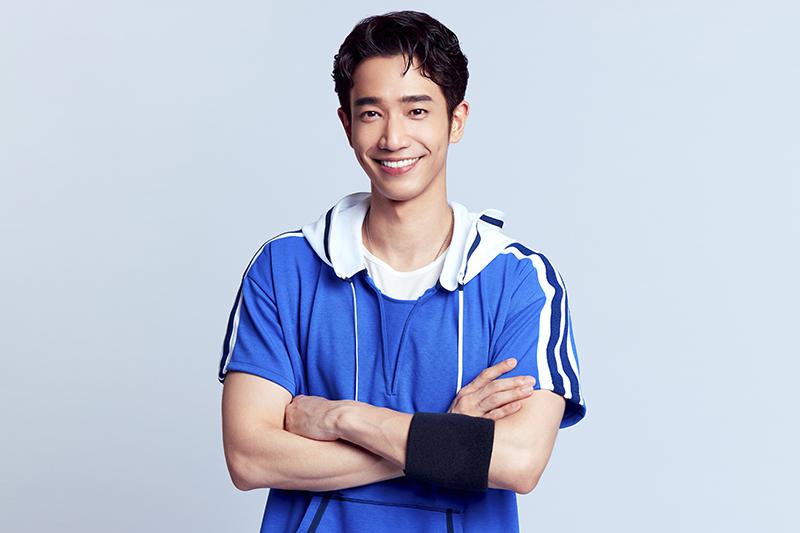 劉以豪為拍攝廣告進行網球特訓、重拾籃球魂。