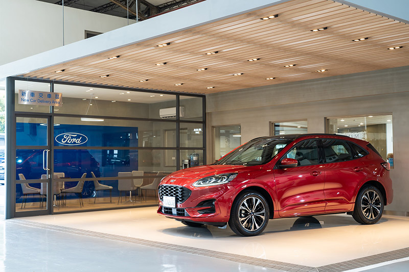 Ford福彰汽車員林據點以俐落的嶄新格局與專屬的交車空間迎接新車車主。