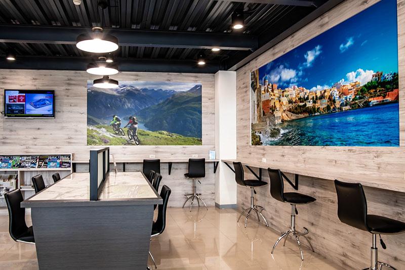 Ford瑞特汽車嘉義據點嶄新的客休區提供明亮的休憩空間。