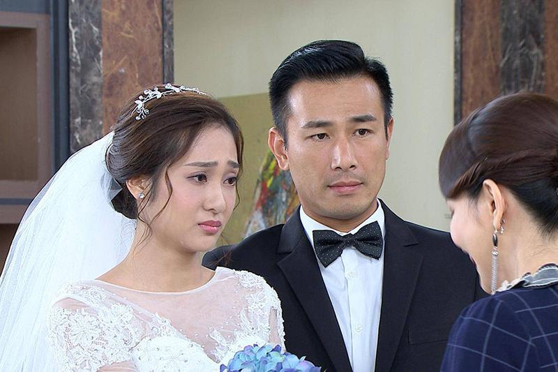 《多情城市》演員邱子芯(左)三度披婚紗,傅子純(中)高溫拍攝全身濕透透。