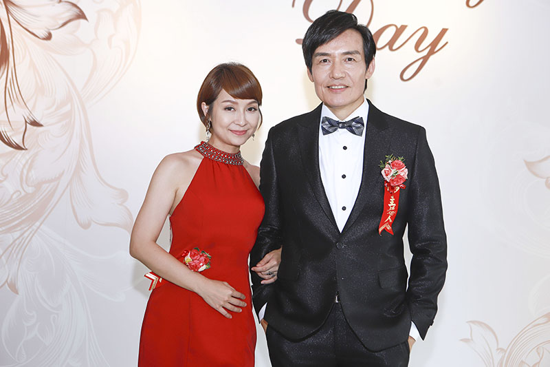 《多情城市》演員李珞晴(左起)跟霍正奇盛裝出席重頭戲,關鍵劇情被下封口令。