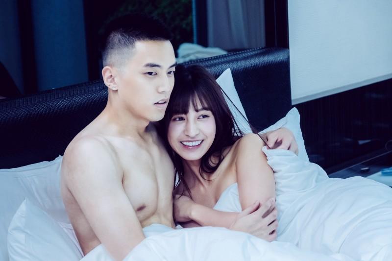 《我的青春沒在怕》陳敬宣(右起)、徐謀俊敬業演出激吻床戲,第二次合作很放心