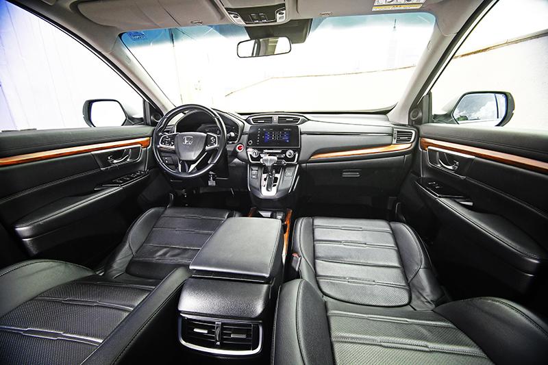 延續家族設計精髓,座艙內一切鋪陳皆展現Honda CR-V以人為本的造車理念。