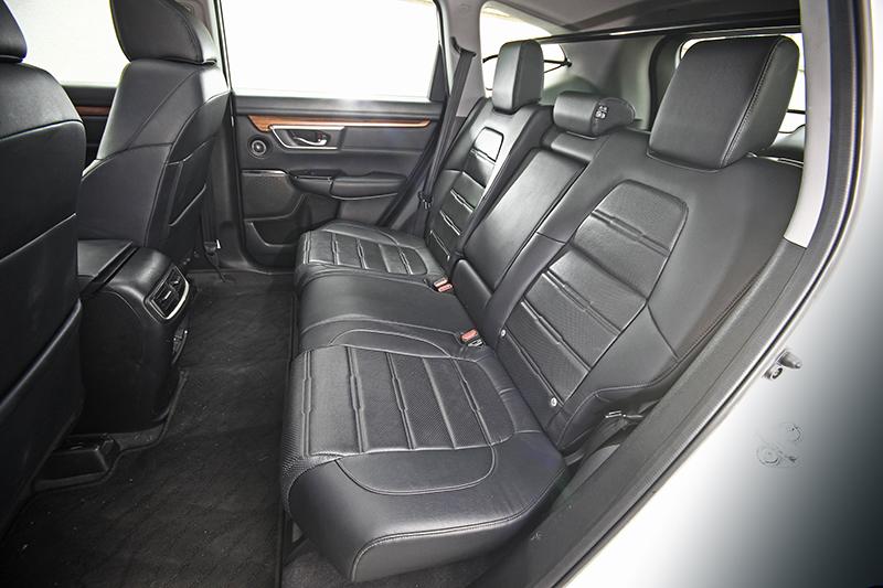 受惠於延伸的軸距以及規劃得宜的座艙,Honda CR-V因而擁有寬敞舒適的乘坐表現,後座椅背更具備傾角可調功能,讓每位乘客都能享受更舒適的旅程。