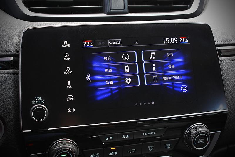 高科技HMI人機介面具備7吋觸控螢幕,通訊、導航以及影音娛樂功能一指便能搞定。