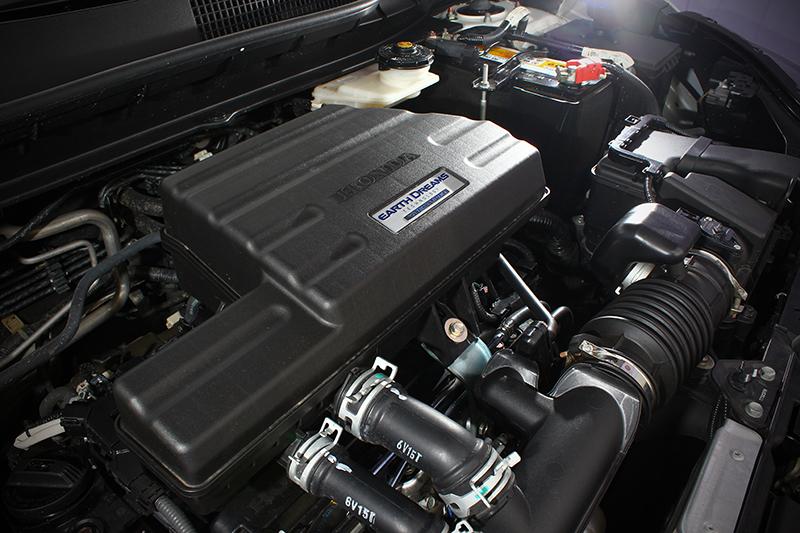 別忘了引擎室內的這具1.5L VTEC Turbo渦輪增壓動力單元,193ps與24.8kg-m的峰值輸出,帶來輕盈暢快令人大呼過癮的加速反應。