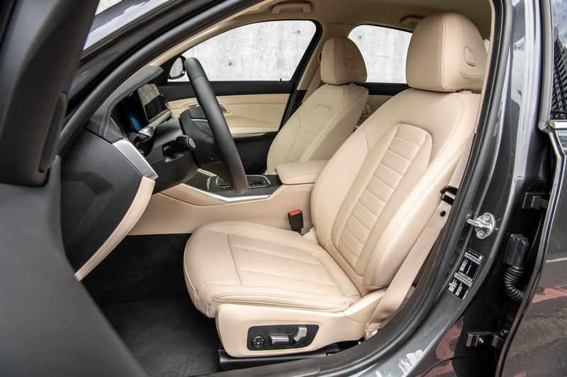 座椅採用細緻柔軟的Vernasca真皮包覆。